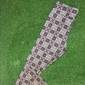 Lularoe Tall And Curvy One Size 8% Spandex T1